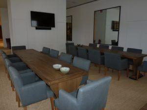 mesas hechas a medida por una sala de reuniones