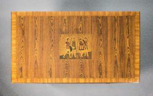 mueble clásico con maderas nobeles, ebanistería fina