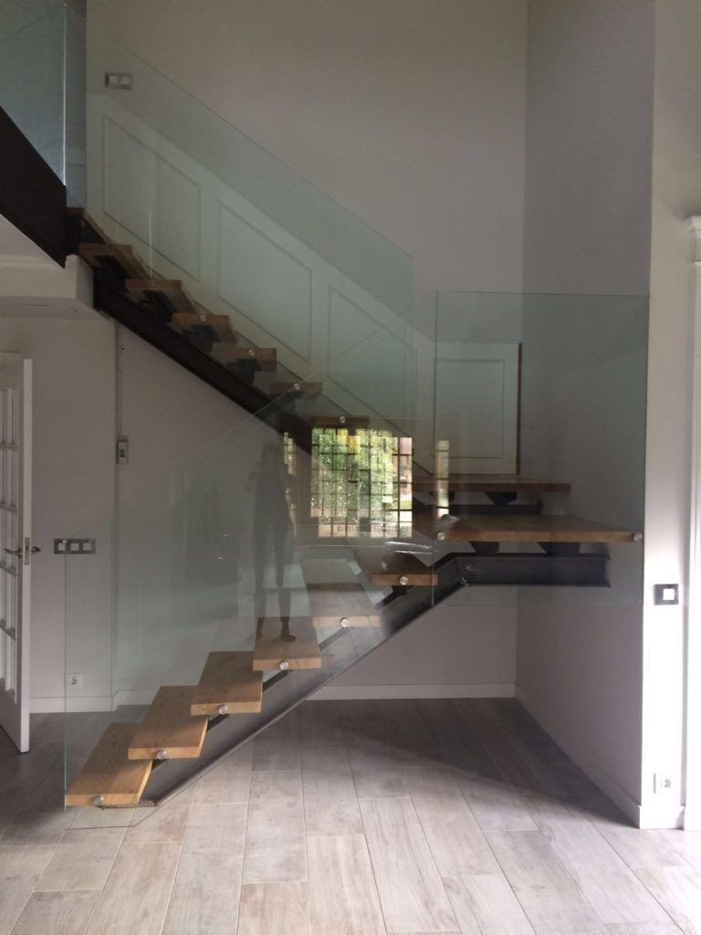 escalera de diseño de madera maciza de Fresno