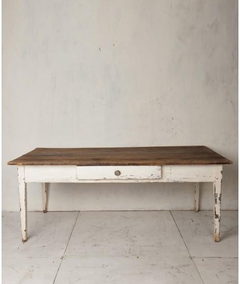 mesa de trabajo pintada a mano