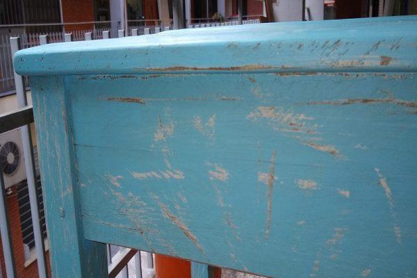 mesa auxiliar pintada a mano