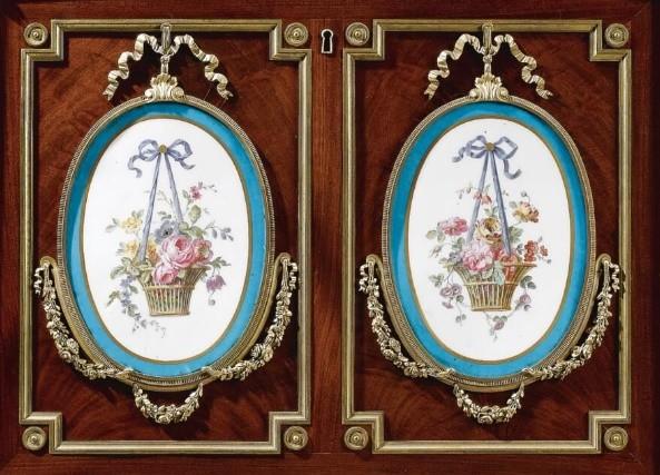 porcelena Sevres en los muebles de Martin Carlin