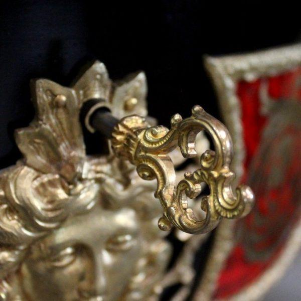 Restauración de mesa estilo Napoleón III llave