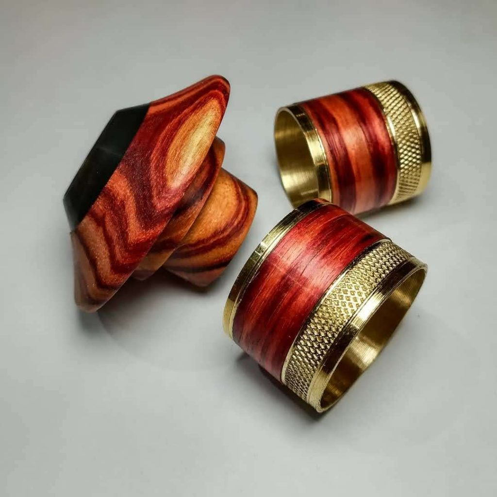 joyas realizada en madera de palo rosa